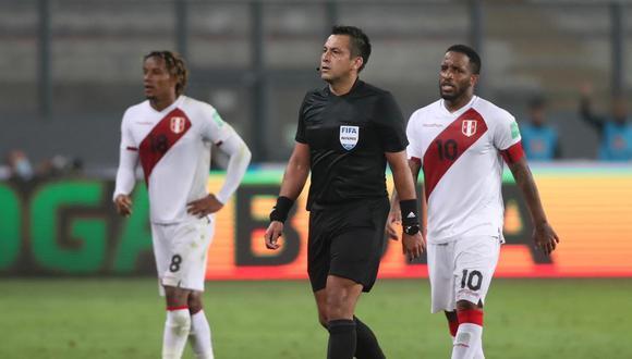 Julio Bascuñan tuvo una magra actuación en el duelo entre Perú y Brasil.