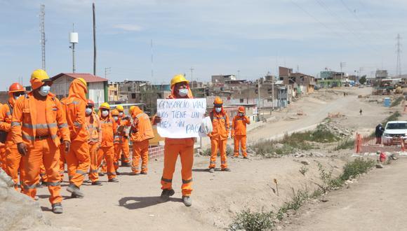 Obreros de la vía de 4 carriles protestaron para exigir pago de salarios  Foto: Eduardo Barreda