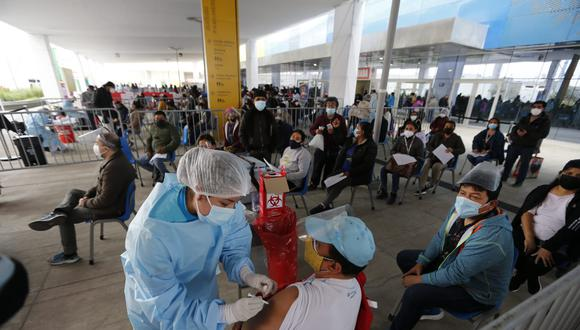 Vocera del Minsa indicó que este grupo etario es de casi 890 mil personas, por lo que su inoculación se inicia este sábado y domingo y continuará en los siguientes días