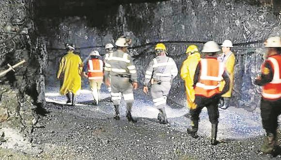 Dos mineros mueren sepultados tras avalancha de rocas y lodo