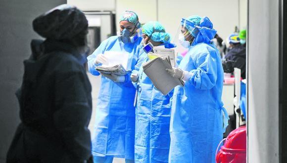 Las citas para consulta externa de cirugía se solicitan a través de teléfono con una referencia de un establecimiento de salud. (Foto: Diego Ramos / AFP)