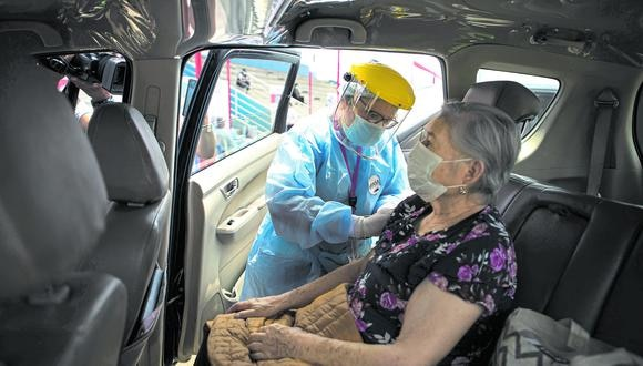 Ministro de Salud, Óscar Ugarte, informó que se vacunarán a 400 mil personas mayores de 70 años del 30 de abril hasta el 19 de mayo. (Foto: Joel Alonzo/GEC)