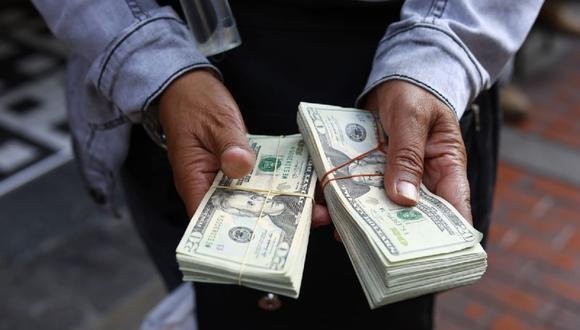 En el mercado paralelo o casas de cambio de Lima, el tipo de cambio se cotizaba a S/ 3.800 la compra y S/ 3.830 la venta de cada billete verde. (Foto: Jessica Vicente / GEC)