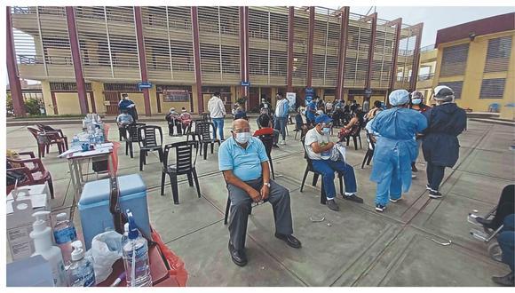 El jefe de la Oficina Defensorial de La Libertad aseguró que algunos septuagenarios no son inmunizados durante la jornada de vacunación que se desarrolla en el distrito de Trujillo debido a que sus domicilios están registrados en otra localidad.