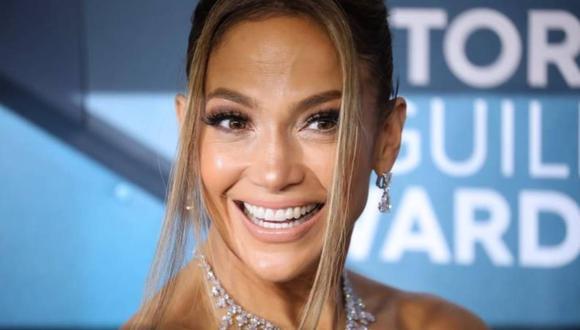 La 'Diva del Bronx' fue cuestionada por la presentación que realizó, la cual usuarios de Twitter afirman que se trata de una copia del show que ofreció su colega en los Grammys del 2014.