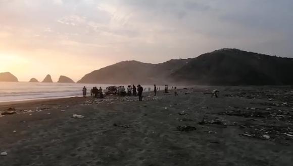 Playa Cavero en Ventanilla, donde murió ahogado el padre que salvó a su hijo.   Foto: RPP.