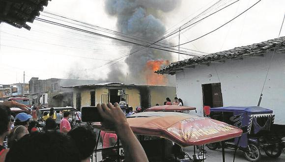 Incendio arrasa con dos viviendas