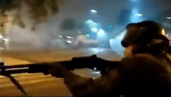 El video se ha vuelto viral por el diálogo entre los efectivos.