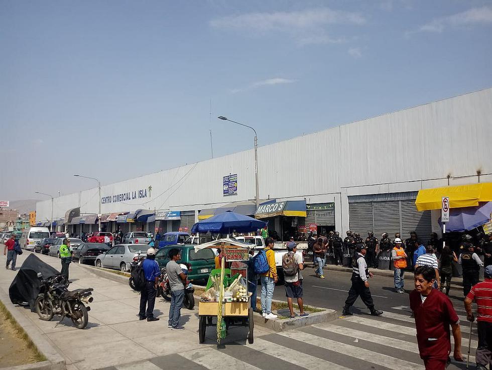 Clausuran centro comercial La Isla por falta de permisos en Arequipa (FOTOS)