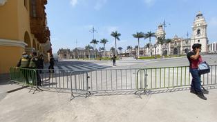 Comerciantes piden que se retiren rejas que mantienen cerradas calles y accesos a Plaza Mayor