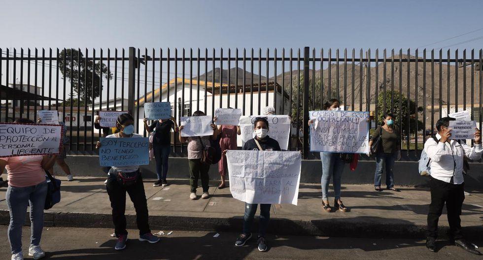 Coronavirus: enfermeros del Hospital Nacional Hipólito Unánue protestan por falta de bono e implementos. Fotos: Leandro Britto (GEC)