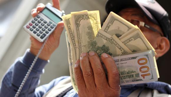 El dólar se vendía hasta en S/ 3.700 en las casas de cambio y calles de la capital este lunes tras conocerse los resultados preliminares de las Elecciones Generales en Perú 2021. (Foto: GEC)