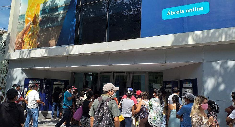 Chiclayanos se aglomeran en los exteriores de las entidades bancarias