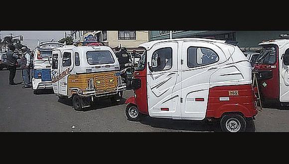 Varios delincuentes desmantelan y roban vehículos menores