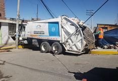 Arequipa: Compactadora impacta contra vivienda y tres familias se salvan de morir