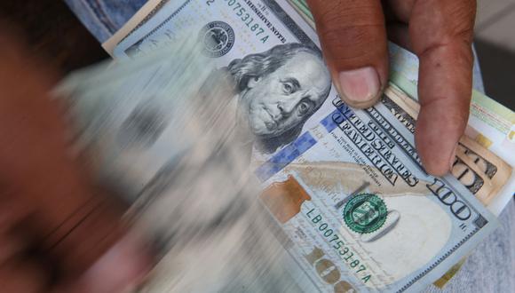 El precio del dólar se mantiene sobre S/3.60 por el nerviosismo de los inversionistas ante el panorama electoral, que les ha generado incertidumbre,  señaló a Correo Ricardo Carrión, gerente de Mercado de Capitales Kallpa SAB.