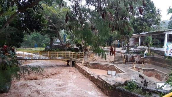 El agua con lodo ingreso a las piscinas de los baños termales de Moyobamba, San Martín. (Foto: Andina)