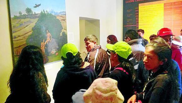 Escolares realizan visita guiada en quechua en museo y la waka de Wariwillka