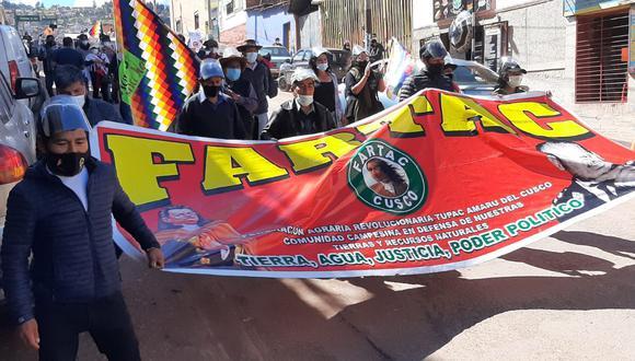 Aproximadamente 50 personas se vienen reuniendo para marchar en contra de su presunto fraude electoral. (Foto: Juan Sequeiros)