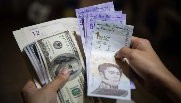 Bolívares soberanos y dólares americanos. (Foto: EFE)
