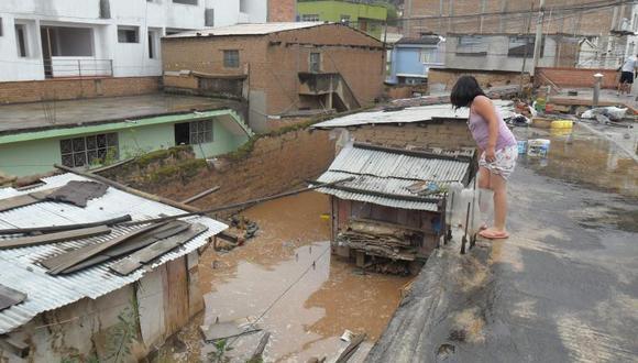Rotura de tuberías de agua inundó tres viviendas
