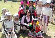 Profesora enseña con adivinanzas a través de teléfono y WhatsApp a sus alumnos más pequeños en Cusco