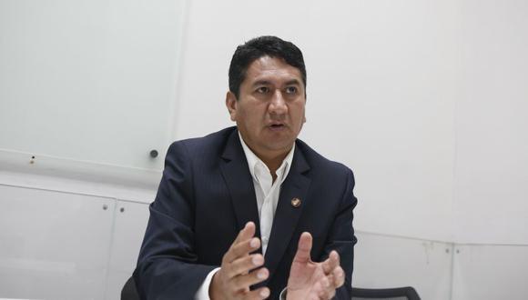 El periodista Carlos Paredes reveló en Willax TV que Vladimir Cerrón, líder de Perú Libre, partido con el que postula Pedro Castillo, agredió físicamente a su esposa en el año 2012. Sin embargo, el caso no se vio en la Fiscalía y solo quedó en una denuncia policial que finalmente desapareció. (Foto: GEC)