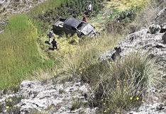 Camioneta se va al abismo y deja a dos hermanos graves