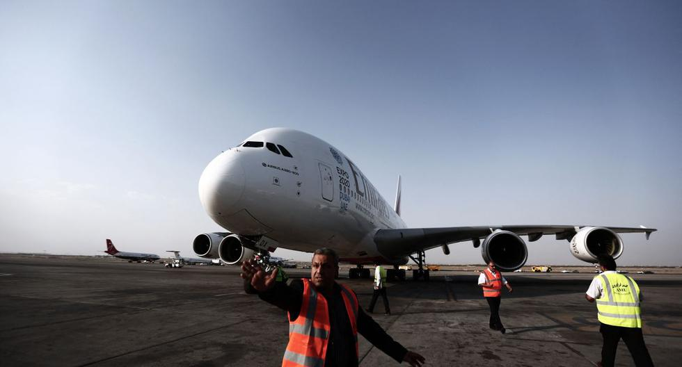 Imagen referencial de un avión en el  aeropuerto IKA de Teherán, el 30 de setiembre de 2014. (BEHROUZ MEHRI / AFP).