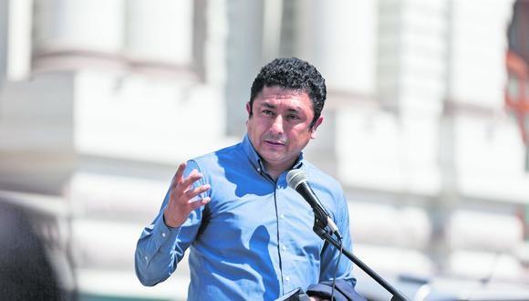Defensor legal siguió ayer con su patrocinio a investigado por sus vínculos con Sendero pese a su nueva asesoría a ministro del Interior. (Foto: Renzo Salazar / GEC)