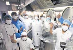 """Los """"papás"""" de la cocina del hospital Honorio Delgado"""