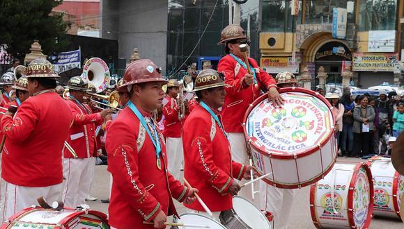38 conjuntos de danzas se presentan en la Gran Parada Folclórica de Juliaca