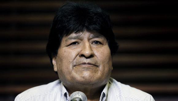 Este baile de Evo Morales se volvió viral en internet en 2015 luego de que miles compartieran un video del mandatario moviendo su cabeza de izquierda y derecha, como si la estuviese desplazando de un hombro a otro. (Emiliano Lasalvia / AFP).