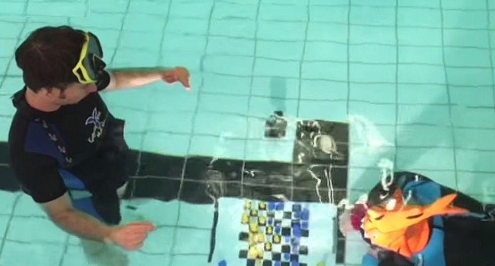 Realizan Campeonato Mundial de Ajedrez bajo el agua ante ola de calor (VIDEO)