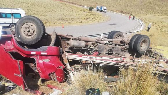 El vehículo de matrícula B3U-871 quedó con llantas hacía arriba. (Foto: Difusión)