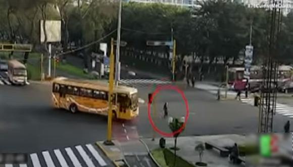 Fiscalizadora de Jesús María fue atropellada el pasado 26 de octubre en el cruce de las avenidas Salaverry y Rebagliati. (Captura: ATV)