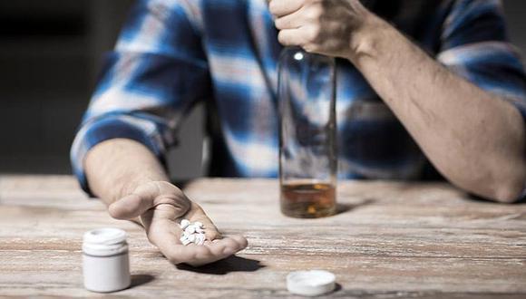 ¿Qué pasa si tomo alcohol y estoy tomando antibióticos?