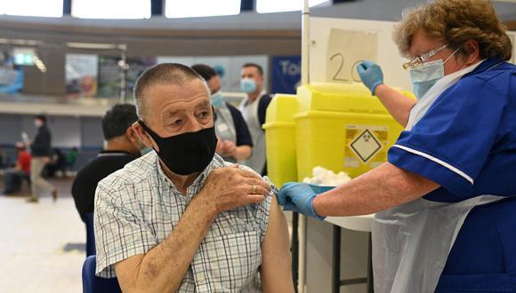 Con casi 127.000 muertos, el Reino Unido es el país más castigado de Europa por el COVID-19. (Foto: Oli SCARFF / AFP)