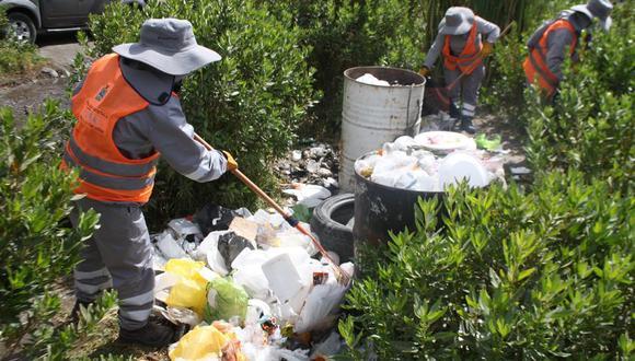 Un grupo de 15 trabajadores de limpieza retiraron la basura. (Foto: Difusión)