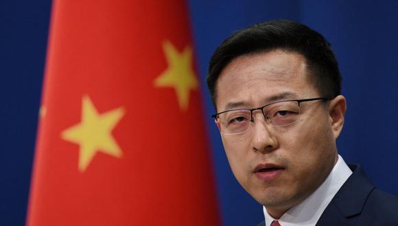 El portavoz del Ministerio de Relaciones Exteriores de China, Zhao Lijian, habla en la conferencia de prensa diaria en Beijing el 8 de abril de 2020 (Foto de GREG BAKER / AFP).