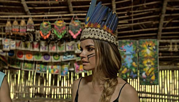 """La cantante española estuvo en Iquitos y visitó a los Boras y los hizo moverse al ritmo de """"No sé"""" y """"Baile del Gorila""""."""