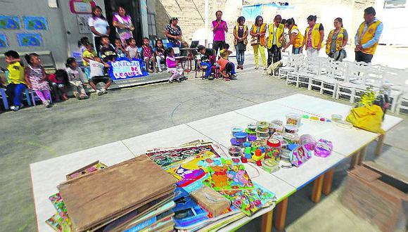 Club de Leones entrega mobiliario a colegio inicial