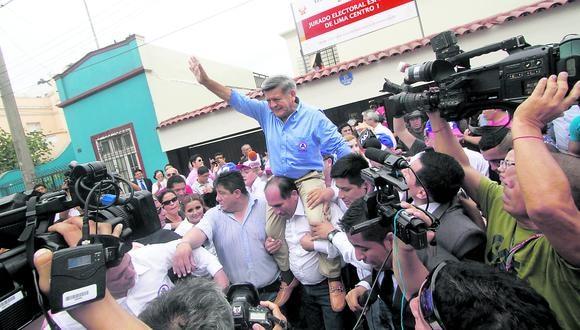 """César Acuña vivirá en San Juan de Lurigancho por """"estrategia"""""""
