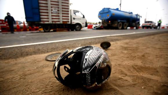Personal de la PNP llegó hasta el lugar del incidente. Fotos: Cesar Grados/ @photo.gec