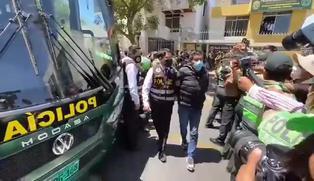 Elmer Cáceres: así fue el traslado del gobernador regional a bus de la PNP tras su detención (VIDEO)