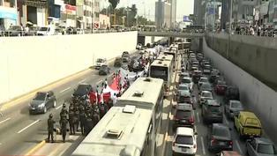 Vía Expresa: trabajadores de casinos y tragamonedas bloquean vía del Metropolitano (VIDEO)