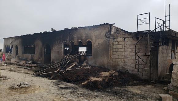 Local social Los Jazmines después que los bomberos controlaron el incendio. Foto: Omar Cruz
