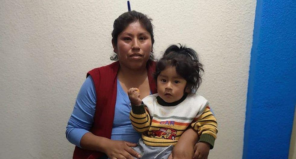 Madre de familia hará pollada para operar a su hijo con malformación