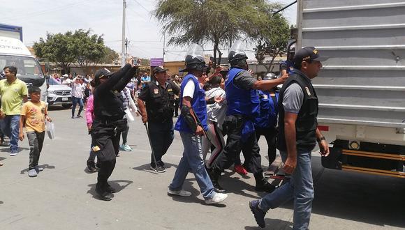 Vuelven a desalojar a ambulantes del Mercado Modelo