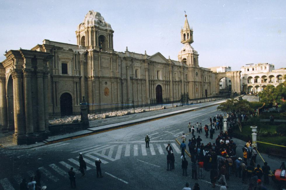 Catedral de Arequipa afectada por el terremoto del 23 de junio del 2001. (Foto: GEC Archivo)